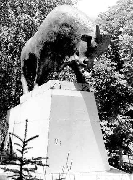 Найзнаменитіша зі вцілілих скульптур – Бик при м'ясокомбінаті у Черкасах