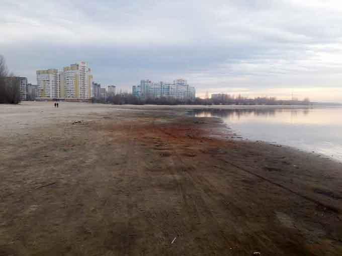 На межі екологічної катастрофи: Раптовий скид води у Кременчуцькому водосховищі загрожує нересту риби