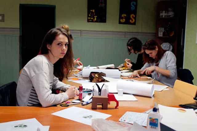 У рамках підготовки до свята 18 квітня у Черкаському художньо-технічному коледжі проведено олімпіаду з композиції для студентів 2-4 курсів спеціальності «Дизайн».