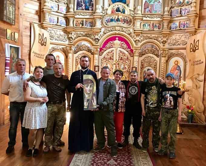 Церква у Холодному Яру отримала дарунок від знаменитого іконописця з Галичини