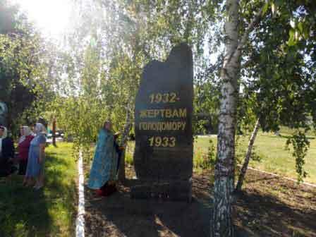 У Монастирищі відкрили пам'ятник жертвам Голодомору (фото)