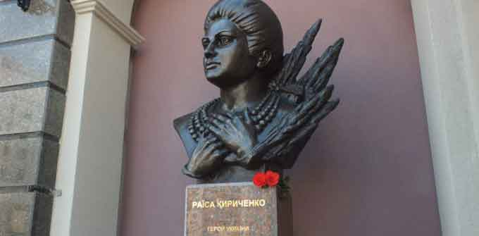 У Черкасах відкрили пам'ятні знаки видатним українцям (відео)