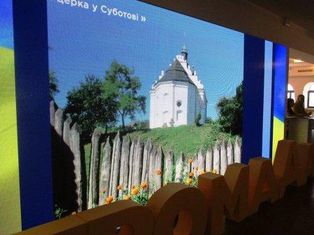 Генадій Зубко привітав черкащанку, яка перемогла у фотоконкурсі «Великі світлини маленьких місць»