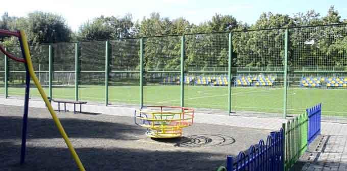 Громада Черкас вимагає вільного доступу до нових спортивних майданчиків (відео)