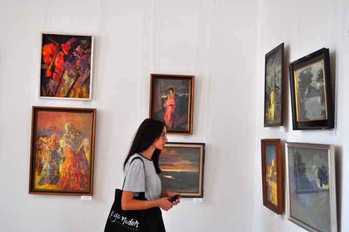 У Черкасах відкрилася виставка «Магія фарб»