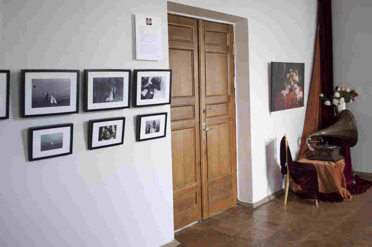 Черкаський художній музей презентує власний проект «Весільний альбом». Куратором проекту стала дизайнер-флорист Надія Груздєва.