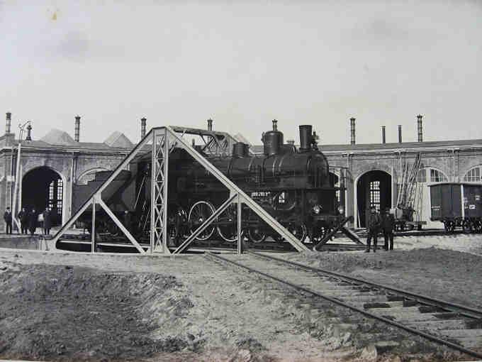 Крім того, за своєю конструкцією черкаське депо – це депо віялового типу [6], який фахівцями-залізничниками визнавався дуже незручним для обслуговування магістральних паровозів. В подальшому від будівництва такого типу депо відмовилися