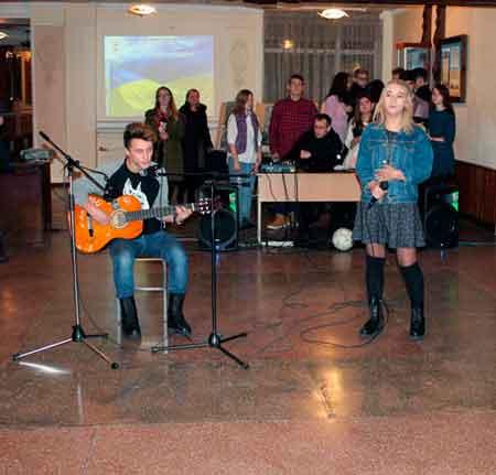 Вечір «Батл», що проходив у стінах Черкаського художньо-технічного коледжу об'єднав молодь, яка навчається у коледжі, школах міста та області.