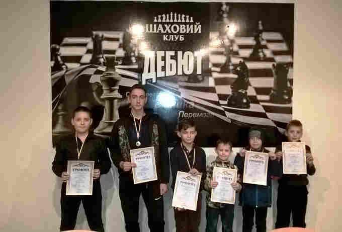 У Черкасах відбулися змагання із шашок-64 сеpед вихованців ДЮК