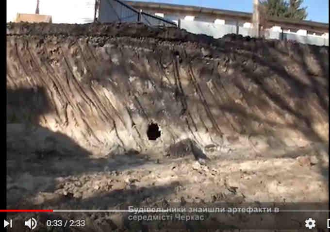 у середмісті Черкас на глибині 6 метрів будівельники знайшли залишки старої каналізаційної системи, побудованої у 19 столітті