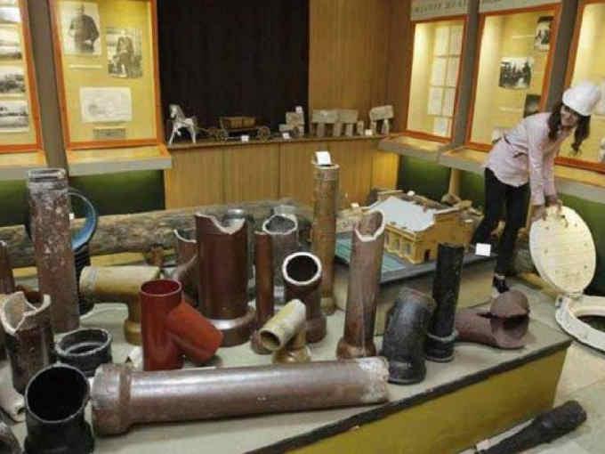 Керамічні труби 19 століття у Київському музеї каналізації