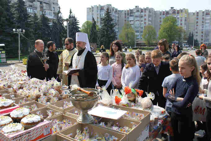 На Черкащині відбулася благодійна акція «Подаруй паску воїну»