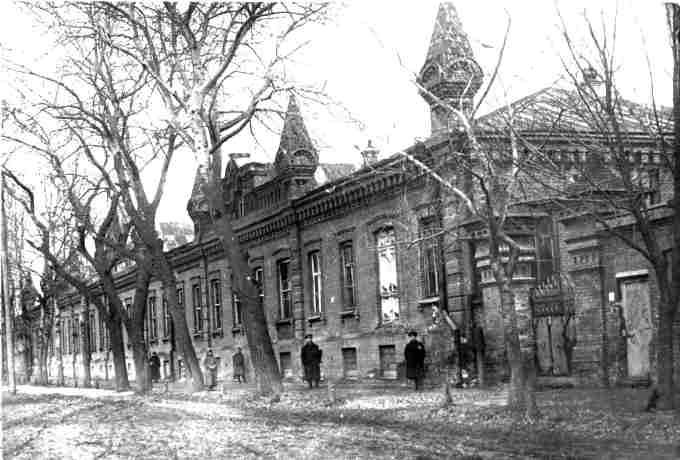 Житловий будинок тютюнової фабрики на вулиці Надпільній