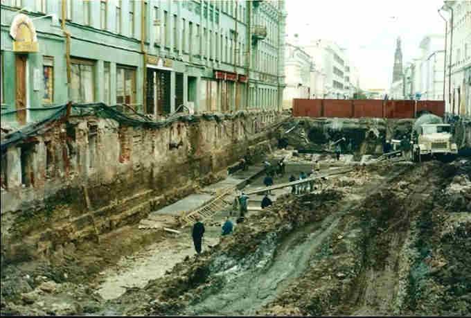 Відкопані підвали перші поверхи старих будинків у Казані