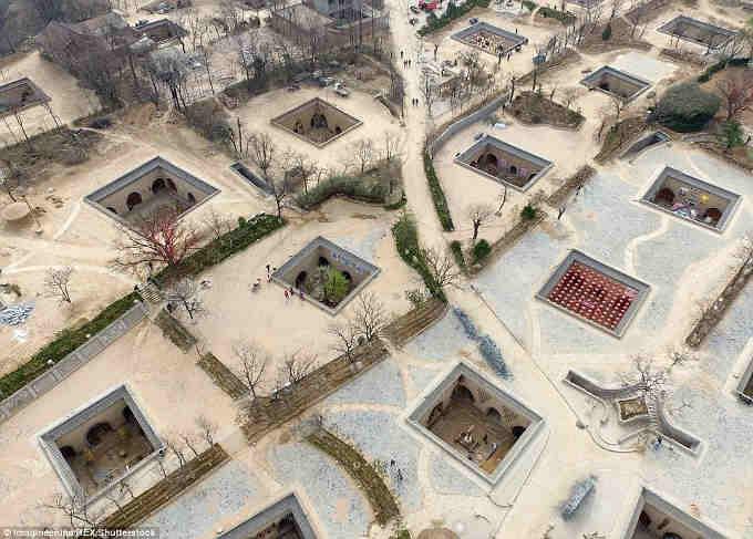 Занесені ґрунтом «печерні будинки» у Китаї