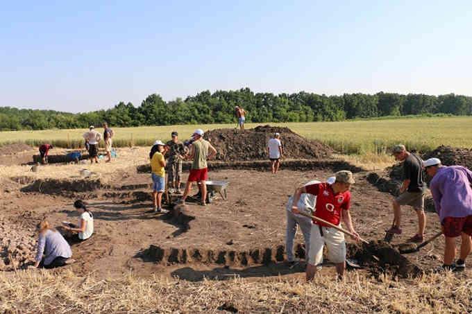 На Тальнівщині археологи розкопали трипільський посуд