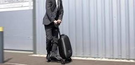Компактна валіза або рюкзак для ноутбука миттю обертається триколісним самокатом із багажнім відсіком