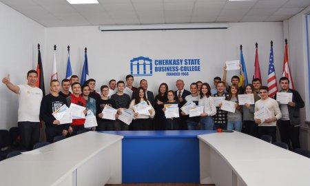 Черкаські студенти і викладачі пройшли унікальний Гарвардський курс із програмування