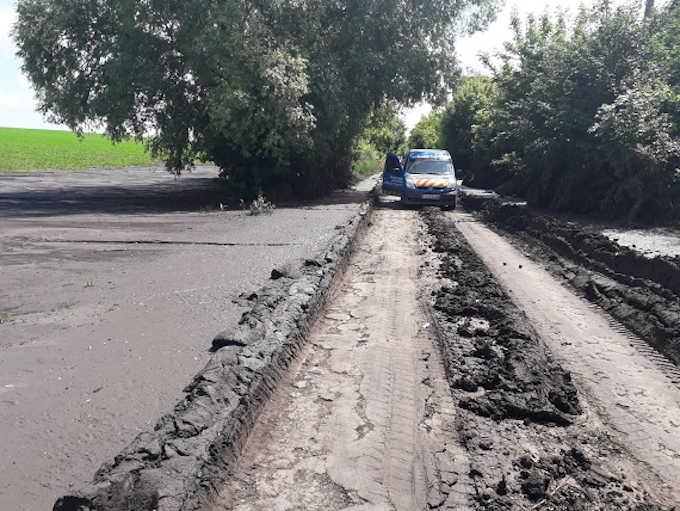 На Шполянщині через негоду замулило дорогу (фото)