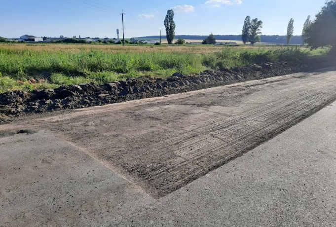 На Корсунщині відновлюють дороги між селами