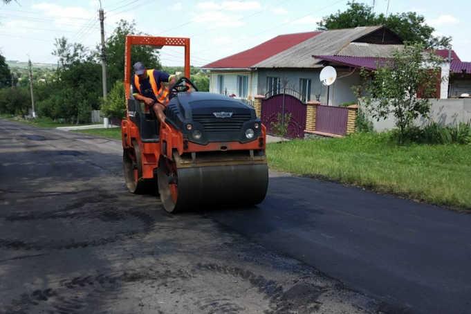 дорожні роботи на ділянці автодороги у селі Майданецькому