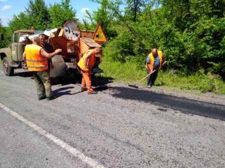 На Монастирищині продовжують ремонтувати дороги