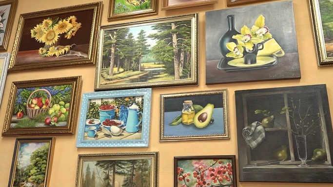 Нині у галереї представлено 5 картин Світлани Лістрової та ще шістьох художників-аматорів із Золотоноші. Решта – роботи Сергія Лободи