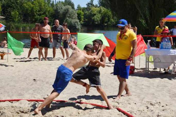 У Смілі відбувся відкритий чемпіонат міста з пляжної боротьби серед юнаків та дівчат (фото)