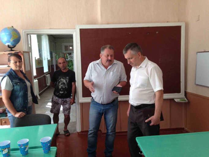 Як вирішуються проблеми у селах Хлипнівка та Майданівка, голова райради дізнався на місці