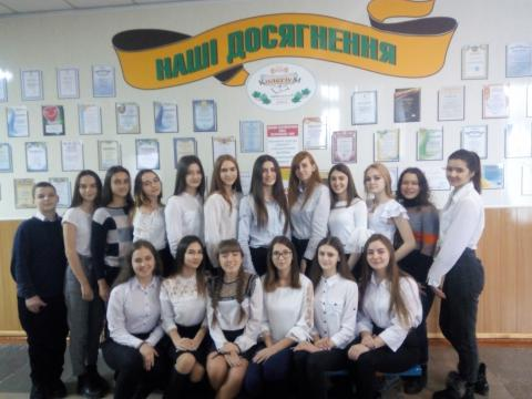 У школі №3-колегіумі діє учнівське наукове товариство «Пошук», членами якого у 2019-2020 навчальному році стали 36 учнів 8 – 11 класів.