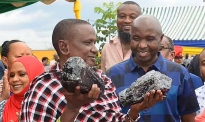 У Танзанії шахтар Санін Лайзер, який в червні цього року знайшов дорогоцінний камінь танзанит і отримав від уряду $ 3,4 млн, зміг знову це повторити.