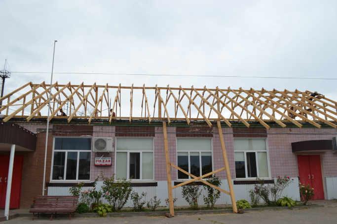 У Каневі почали ремонтувати фізкультурно-спортивний клуб