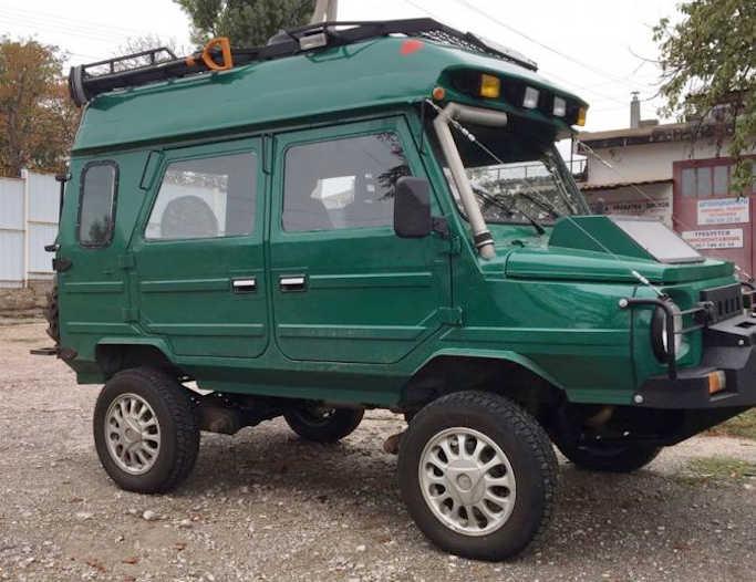 Унікальний в своєму роді тюнінгований ЛуАЗ-969М їздить по дорогах України. Його оснастили дизельним агрегатом від Volkswagen Golf і сильно переробили кузов авто.