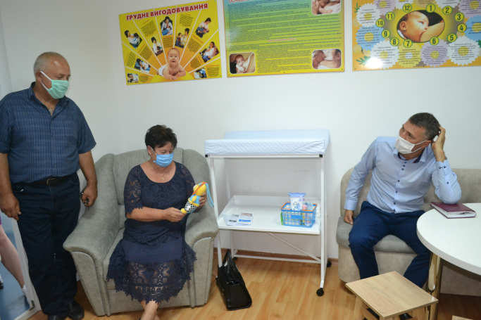 Також запрошені мали змогу відвідати кімнату для грудного вигодовування.