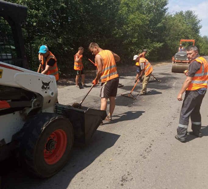 Триває ремонт доріг Тальнівського району