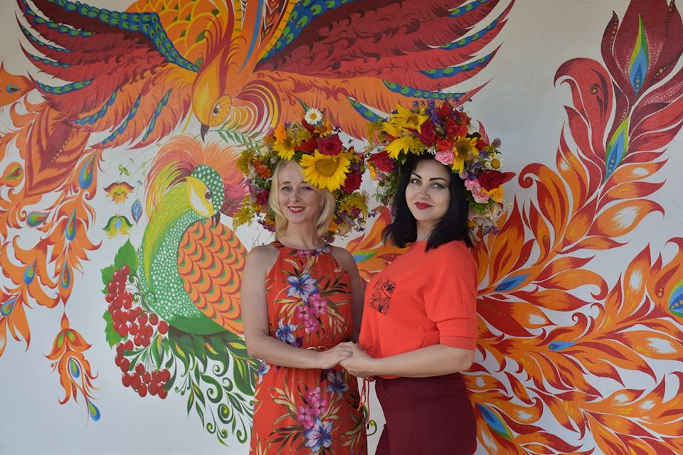 Зупинка у селі Іваньківської громади стала унікальним арт-об'єктом (фото)