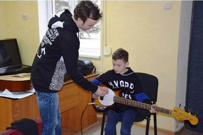 Дипломований гітарист зі Сходу успішно реалізовує свої творчі плани на Шполянщині