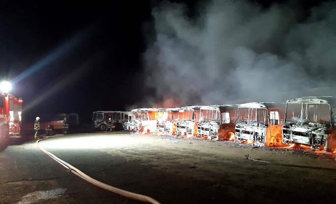 У Золотоноші тимчасово припинено рух автобусів у зв'язку із маштабною пожежею в АТП (фото)