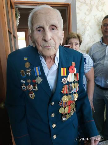 1 вересня, гарного та сонячного дня, свій сотий день народження відзначив житель міста Христинівка, учасник бойових дій Ераст Іванович Санцевич