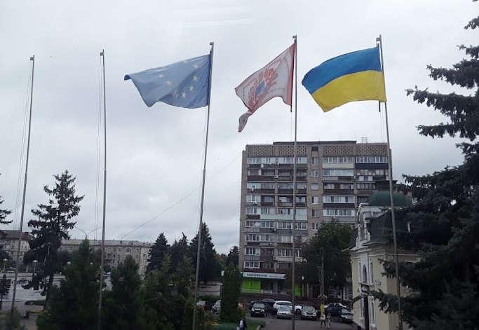 Біля Черкаської міської ради піднімуть білоруський прапор