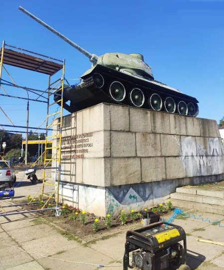У Золотоноші відновлюють пам'ятний знак «Танк» (фото)