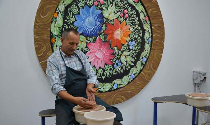 Стилізована піч та сертифікована глина: у Золотоніській гімназії запрацює гончарна майстерня