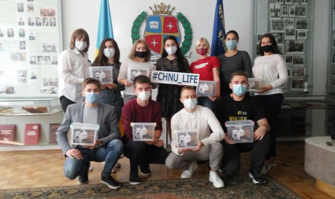 Студенти ЧНУ зібрали понад 3 тисячі гривень на допомогу безпритульним тваринам