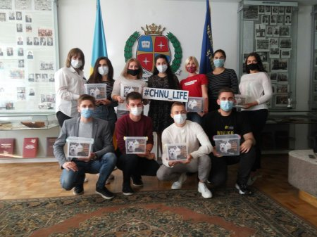 Студенти ЧНУ зібрали понад 3 тисячі гривень на допомогу безпритульним тваринкам