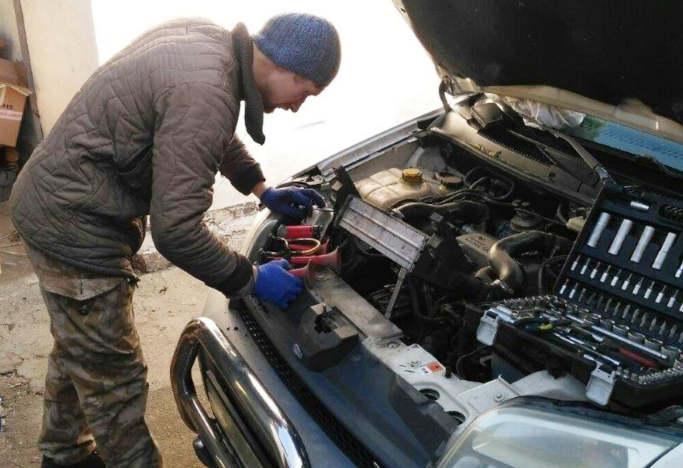 Євген Густінович колишній безробітний учасник подій на Сході країни за сприяння міського центру втілив власні бізнес-ідеї в життя й зайнявся технічним обслуговуванням та ремонтом легкових автомобілів