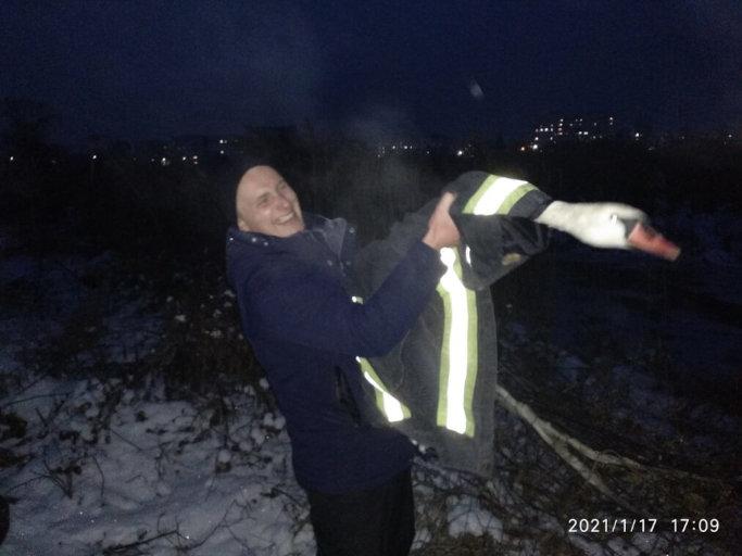 Спільними зусиллями врятовано знесиленого птаха на річці Золотоношка (фото)