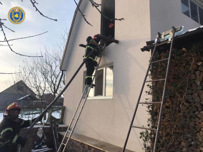 У Корсуні-Шевченківському рятувальники ліквідували пожежу лазні