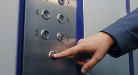У Смілі через відсутність договорів вимкнули 62 ліфти