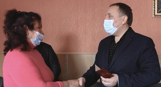 Марія Мальченко з Верхнячки отримала почесне звання «Мати-героїня» (відео)