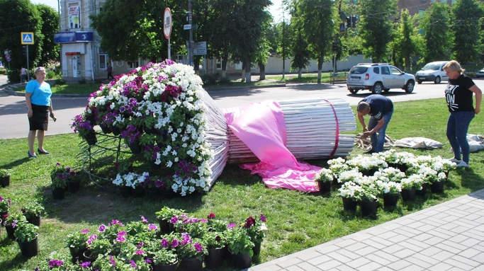 До Великодня у Золотоноші запрацюють водограї та з'являться гігантський кошик з писанками і букет
